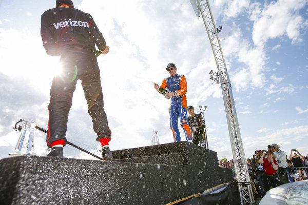 Scott Dixon, Chip Ganassi Racing Honda, Marcus Ericsson, Arrow Schmidt Peterson Motorsports Honda, Will Power, Team Penske Chevrolet, Champagne