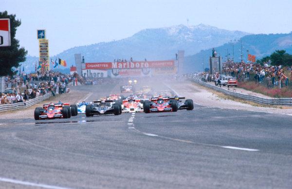 1978 French Grand Prix.Paul Ricard, Le Castellet, France.30/6-2/7 1978.John Watson (Brabham BT46 Alfa Romeo) leads Mario Andretti (Lotus 79 Ford) and Niki Lauda (Brabham BT46 Alfa Romeo) at the start.Ref-78 FRA 01.World Copyright - LAT Photographic