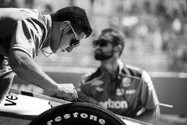 Will Power, Team Penske Chevrolet, mechanic, tires