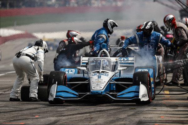 #1: Josef Newgarden, Team Penske Chevrolet, pit stop