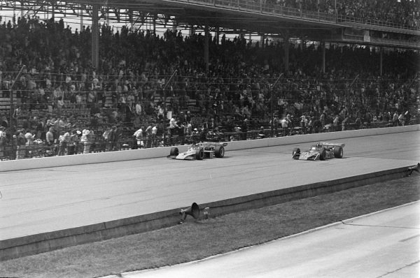Johnny Rutherford, McLaren M16C Offenhauser, battles with Swede Savage, Patrick Racing Team, Eagle 72 Offenhauser.
