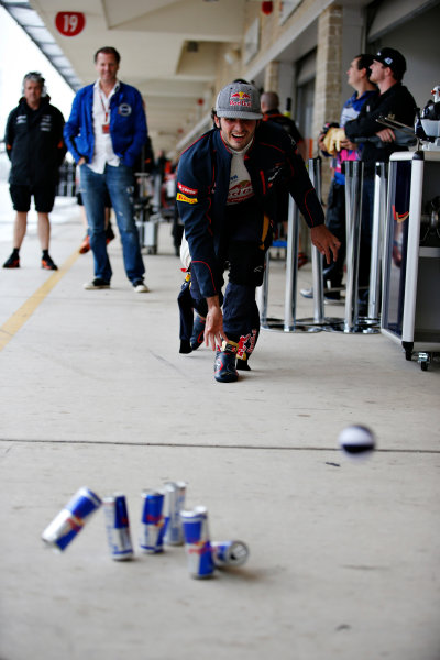 Circuit of the Americas, Austin, Texas, United States of America. Saturday 24 October 2015. Carlos Sainz Jr, Toro Rosso, plays skittles in the pit lane. World Copyright: Glenn Dunbar/LAT Photographic. ref: Digital Image _89P4872