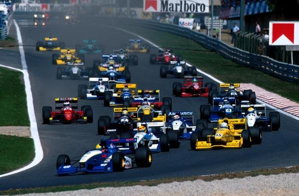 Tarso Marques (BRA) DAMS Reynard 95D leads the field into the first corner on the way to his first ever Formula 3000 victory.
