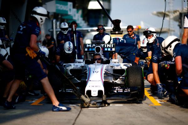 Sepang International Circuit, Sepang, Kuala Lumpur, Malaysia. Thursday 26 March 2015. The Williams F1 Team practice pitstops.  World Copyright: Andrew Hone/LAT Photographic. ref: Digital Image _ONY8182