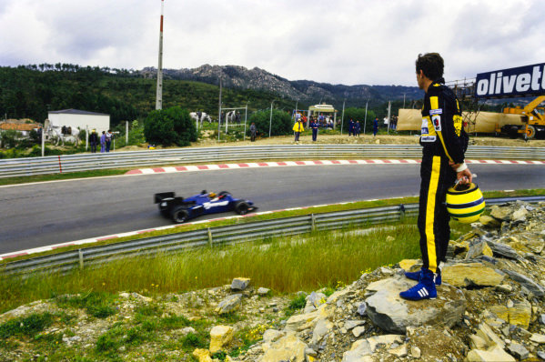Ayrton Senna watches Philippe Streiff, Tyrrell 015 Renault from the side on the track during practice.