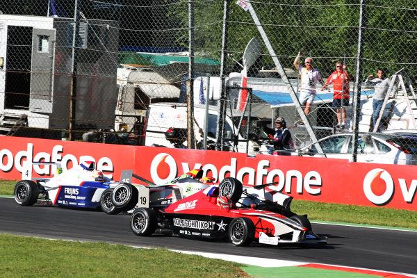 Come Ledogar (FRA) Eifelland Racing is mounted by Javier Tarancon (ESP) DAMS. Formula BMW Europe, Rds 12 & 13, Monza, Italy, 10-12 September 2010.