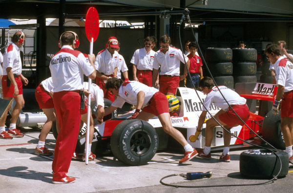 Rio, Brazil.24-26 March 1989.Ayrton Senna (McLaren MP4/5 Honda) comes into the pits to get a new front wing after the original one was lost when he had a collision with Berger and Patrese at the start.Ref-89 BRA 13.World Copyright - LAT Photographic