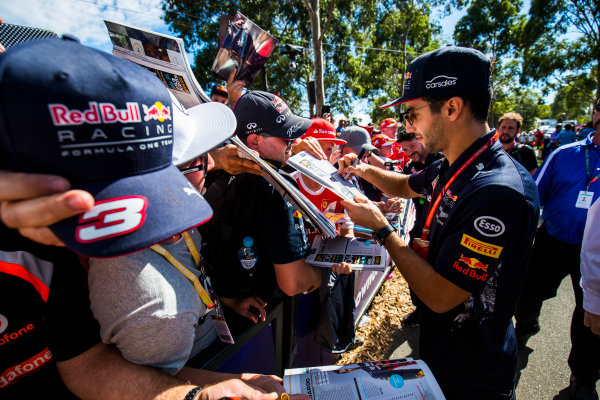 Albert Park, Melbourne, Australia. Saturday 25 March 2017. Daniel Ricciardo, Red Bull Racing, signs autographs for fans. World Copyright: Sam Bloxham/LAT Images Ref: Digital Image _W6I2511