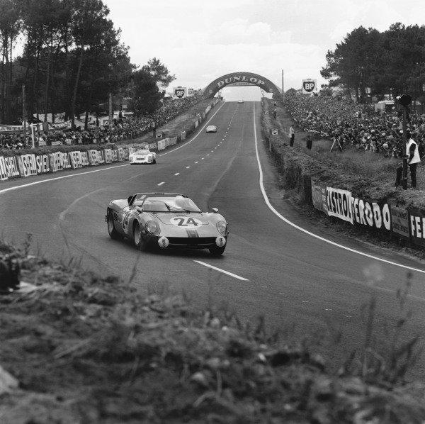 Le Mans, France. 18th - 19th June 1966. Jean-Claude Sauer/Jean de Mortemart (Serenissima Spyder), retired, action. World Copyright: LAT Photographic Ref:  35036.