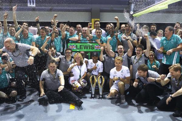 Marina Bay Circuit, Singapore. Sunday 21 September 2014. Lewis Hamilton, Mercedes F1 W05 Hybrid, 1st Position, Nico Rosberg, Mercedes F1 W05 Hybrid, and the Mercedes team celebrate victory. World Copyright: Steve Etherington/LAT Photographic. ref: Digital Image SNE19578