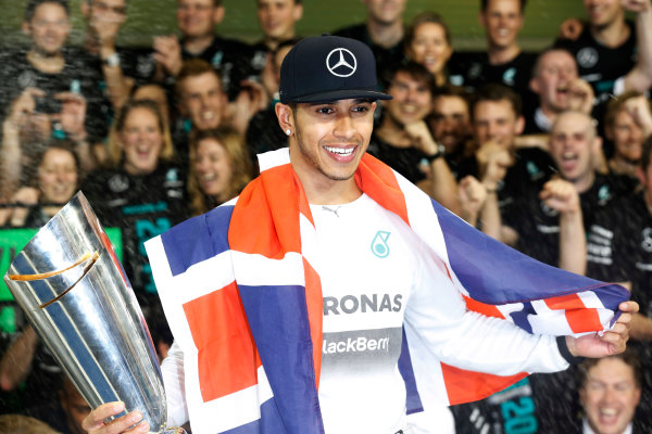 Yas Marina Circuit, Abu Dhabi, United Arab Emirates. Sunday 23 November 2014. Lewis Hamilton, Mercedes AMG, 1st Position, and the Mercedes team celebrates outright victory in 2014. World Copyright: Alastair Staley/LAT Photographic. ref: Digital Image _R6T4206