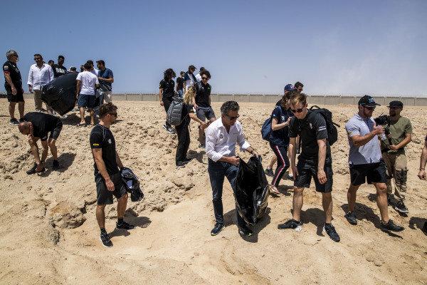Alejandro Agag, CEO, Extreme E, helps to clean the beach with Mattias Ekstrom (SWE), ABT CUPRA XE