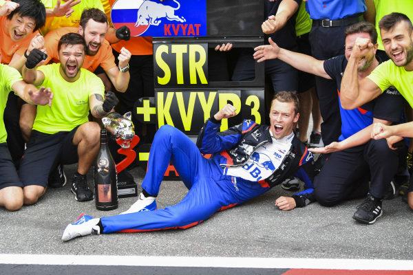 Daniil Kvyat, Toro Rosso, 3rd position, celebrates with his team