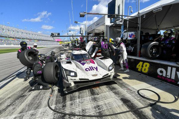 #48 Ally Cadillac Racing Cadillac DPi, GTD: Pit Stop, Jimmie Johnson, Kamui Kobayashi, Simon Pagenaud, Mike Rockenfeller