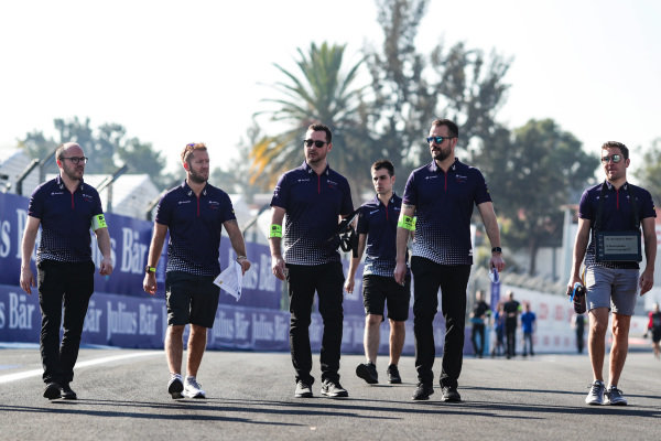 Sam Bird (GBR), Envision Virgin Racing and Robin Frijns (NLD), Envision Virgin Racing, on a track walk with their team