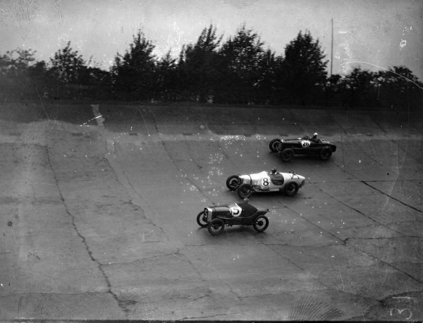 A. V. Wilkinson / P. Brewster, Austin Seven, leads S. Bird, Riley, and Jack Dunfee / Clive Dunfee, Sunbeam.