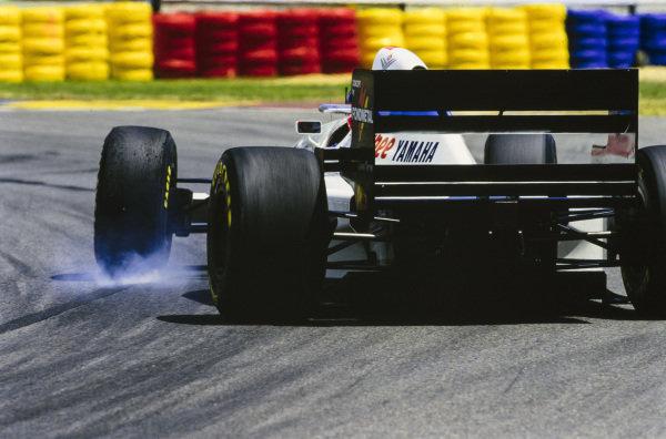 Ukyo Katayama, Tyrrell 022 Yamaha, has oversteer while locking up.