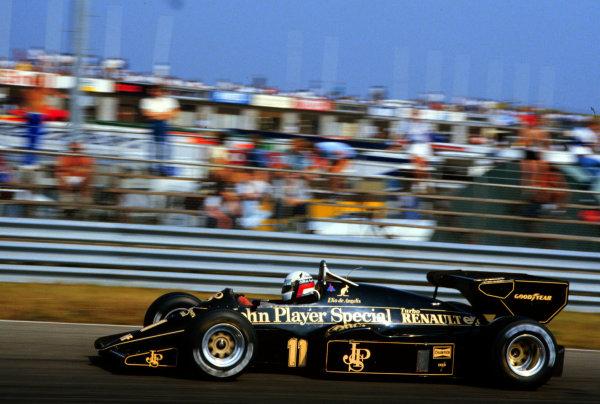 1984 Dutch Grand Prix.Zandvoort, Holland.24-26 August 1984.Elio de Angelis (Lotus 95T Renault) 4th position.World Copyright - LAT Photographic
