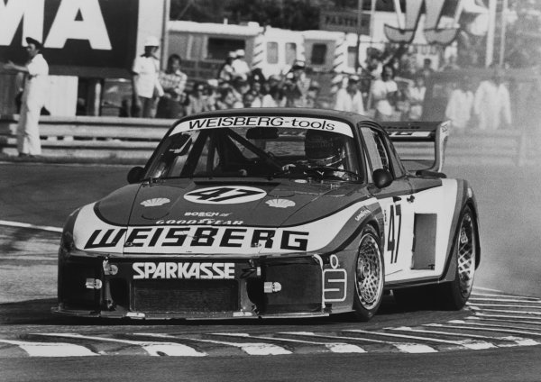 Le Mans, France. 10th - 11th June 1978.John Fitzpatrick/Toine Hezemans (Porsche 935/77), retired, action. World Copyright: LAT PhotographicRef: B/W Print.