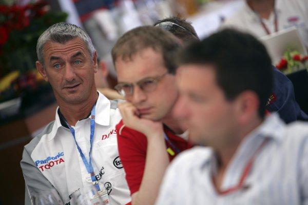 2006 British Grand Prix - Saturday Qualifying Silverstone, England. 8th - 11th June. Ian Rush in the Toyota Motorhome, portrait. World Copyright: Lorenzo Bellanca/LAT Photographic ref: Digital Image ZD2J3586