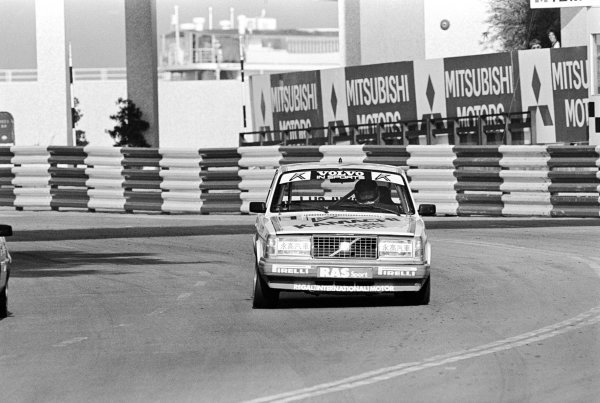 Race winner Johnny Cecotto (VEN) Volvo 240.Macau Guia Race for Touring Cars, Macau, Hong Kong, 22 November 1986.