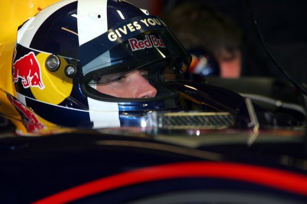 David Coulthard (GBR) Red Bull Racing. Formula One Testing, Silverstone, England, 21 February 2005. DIGITAL IMAGE