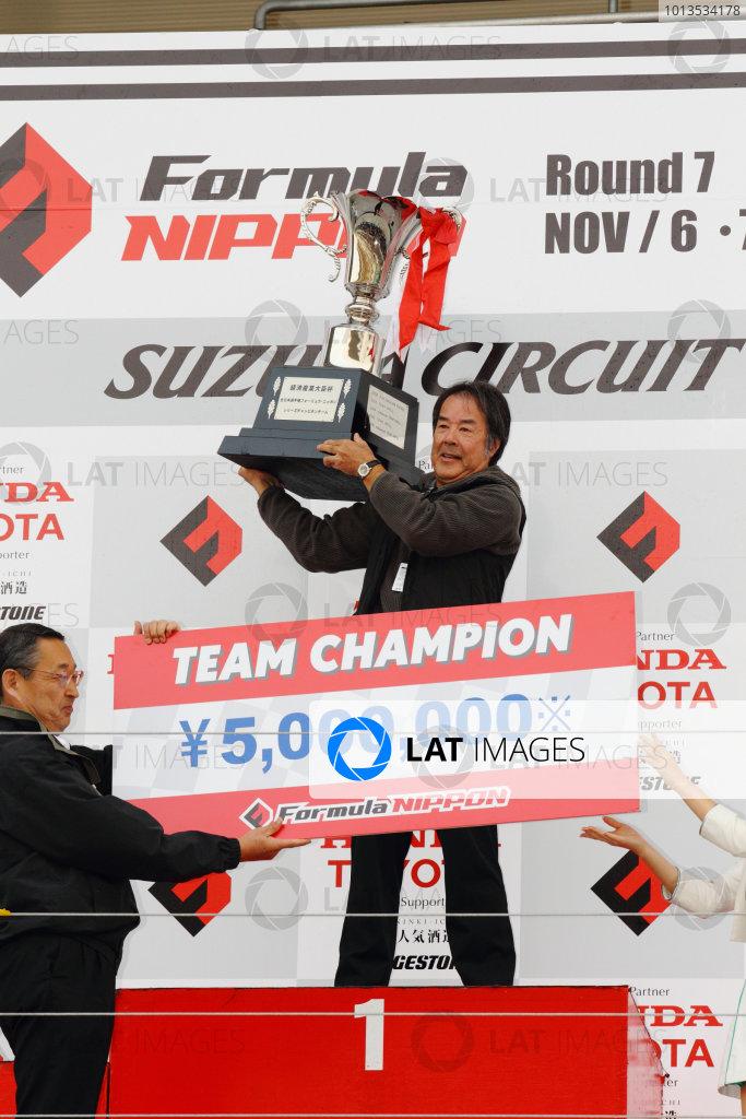 Rd 7 Suzuka, Japan. 6th - 7th November 2010.Race2, 2010 Team champion Mobil1 TEAM IMPUL ( Director Kazuyoshi Hoshino ), podium, portrait.World Copyright: Yasushi Ishihara/LAT Photographic.Ref: 2010FN_R7_027.