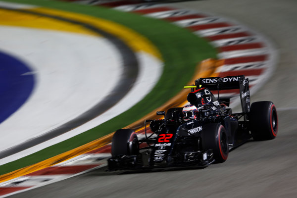 Marina Bay Circuit, Marina Bay, Singapore. Friday 16 September 2016. Jenson Button, McLaren MP4-31 Honda. World Copyright: Andrew Hone/LAT Photographic ref: Digital Image _ONY7325