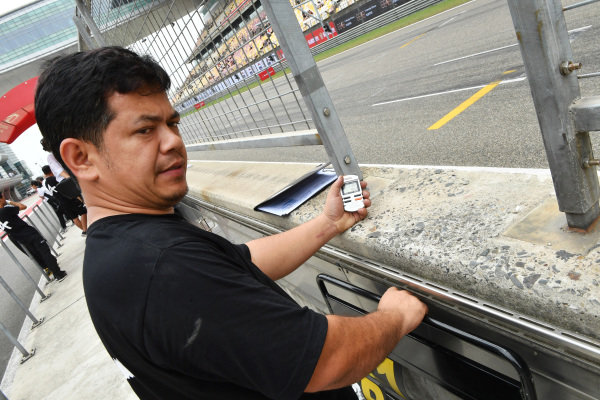 Mechanic checks the times in qualifying at Audi R8 LMS Cup, Rd7 and Rd8, Shanghai, China, 8-10 September 2017.