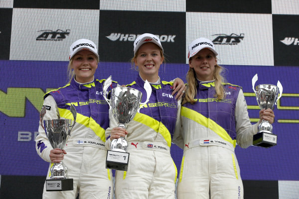 Podium: Race winner Alice Powell (GBR), second place Emma Kimilainen (FIN), third place Beitske Visser (NLD).