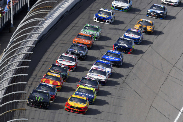 #1: Kurt Busch, Chip Ganassi Racing, Chevrolet Camaro Monster Energy and #22: Joey Logano, Team Penske, Ford Mustang Shell Pennzoil
