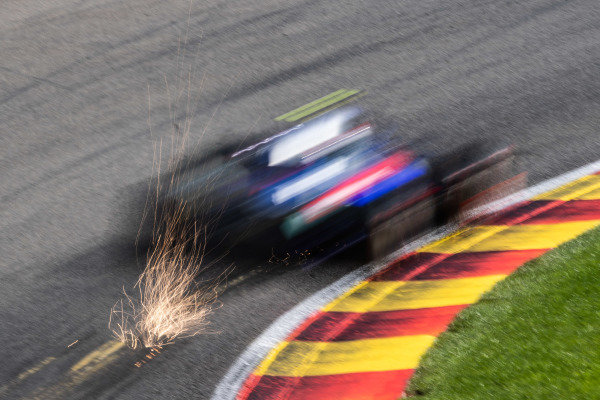 Pierre Gasly, Toro Rosso STR14, kicks up sparks