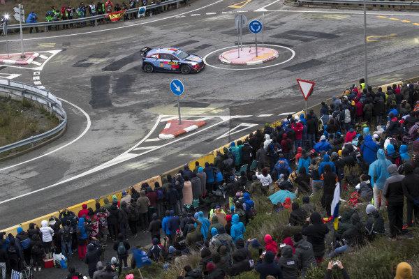 Dani Sordo, Hyundai Motorsport, Hyundai i20 Coupe WRC 2018, on the Riudecanyes roundabout