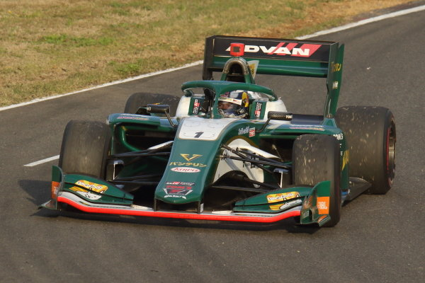 Winner Nick Cassidy ( #1 VANTELIN TEAM TOM'S, Dallara SF19 Toyota)