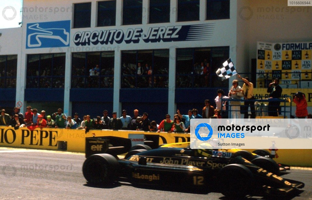 Ayrton Senna (BRA) crosses the finishing line to win the race by 0.014s ahead of Nigel Mansell (GBR) Williams FW11 in second place, the closest finish in Formula One history at Spanish Grand Prix, Jerez, 13 April 1986.