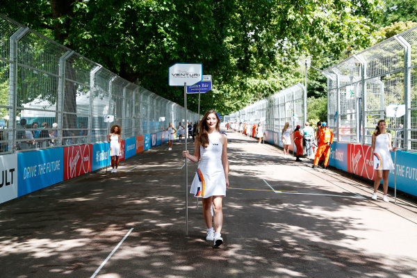 2014/2015 FIA Formula E Championship. London ePrix, Battersea Park, London, United Kingdom. Sunday 28 June 2015 Grid Girls on the grid. Photo: Adam Warner/LAT/Formula E ref: Digital Image _L5R1837