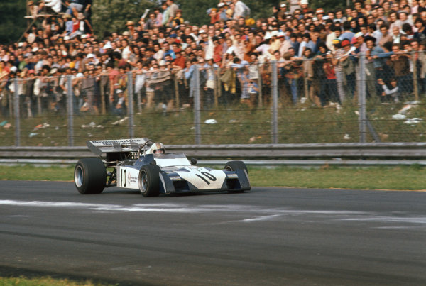 1972 Italian Grand Prix.  Monza, Italy. 8-10th September 1972.  Mike Hailwood, Surtees TS9B Ford, 2nd position, braking for Parabolica.  Ref: 72ITA34. World Copyright: LAT Photographic