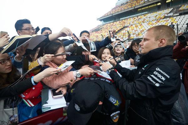 Shanghai International Circuit, Shanghai, China.  Thursday 6 April 2017. Valtteri Bottas, Mercedes AMG, signs autographs for fans. World Copyright: Steve Etherington/LAT Images ref: Digital Image SNE15992