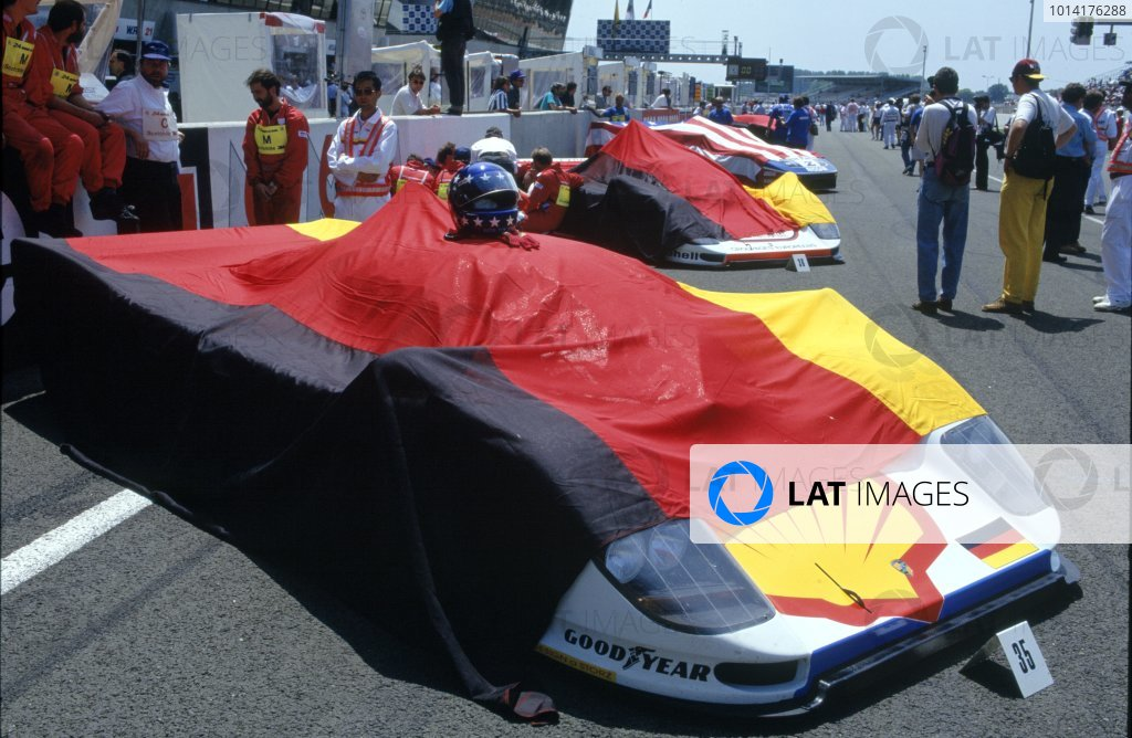 1994 Le Mans 24 Hours. Le Mans, France. 18th - 19th June 1994. Yannick Dalmas/Hurley Haywood/Mauro Baldi (Dauer 962 LM), 1st position, covered up before the start of the race. World Copyright: LAT Photographic. Ref: 94LMa