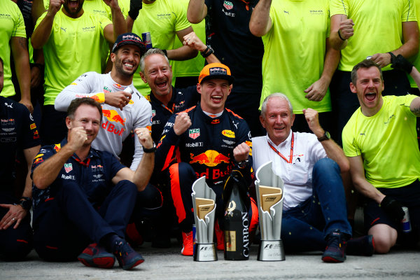 Sepang International Circuit, Sepang, Malaysia. Sunday 1 October 2017. Max Verstappen, Red Bull, 1st Position, Daniel Ricciardo, Red Bull Racing, 3rd Position, Christian Horner, Team Principal, Red Bull Racing, Helmut Markko, Consultant, Red Bull Racing, and the Red Bull team celebrate. World Copyright: Andrew Hone/LAT Images  ref: Digital Image _ONZ0511