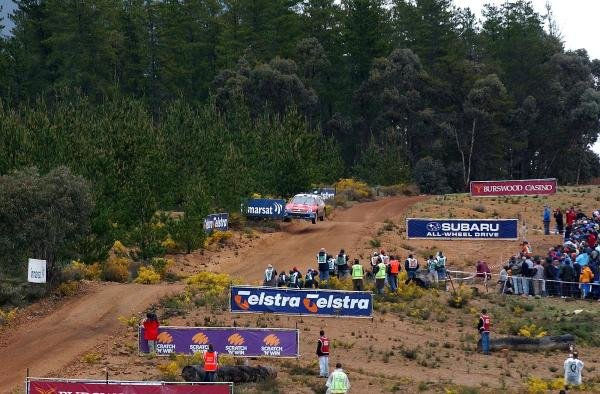 A Citroen Xsara WRC negotiates the famous jumps on the Sottico stage.