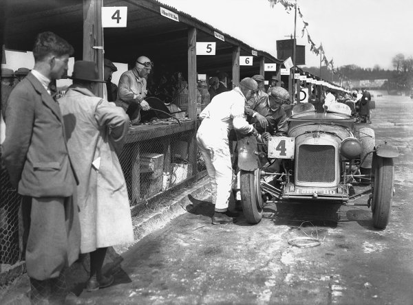 1931 JCC Double Twelve. Brooklands, Great Britain. 8th - 9th May 1931. Maserati, pit stop action.  World Copyright: LAT Photographic.  Ref:  Autocar Glass Plate B58909.