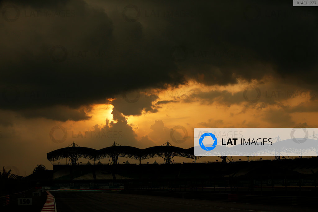 Sepang International Circuit, Sepang, Kuala Lumpur, Malaysia. Thursday 26 March 2015. Sunset over the grandstand. World Copyright: Alastair Staley/LAT Photographic. ref: Digital Image _79P1008