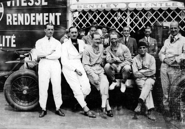 Le Mans, France.18-19 June 1927.The Bentley boys (L-R) Frank Clement, Leslie Callingham, Andre d'Erlanger, George Duller, Sammy Davis and Dr. John Benjafield. W.O Bentley is behind in the centre.Published-Autocar 24/6/1927 p1109. Ref-A8066.World Copyright - LAT Photographic