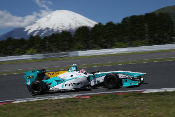 2014 Super Formula Series. Fuji, Japan. 17th - 18th May 2014. Rd 2. Race 1 - 2nd position Kazuki Nakajima ( #37 TEAM TOM'S SF14 ) action World Copyright: Yasushi Ishihara / LAT Photographic. Ref: 2014SF_Rd2_011.JPG