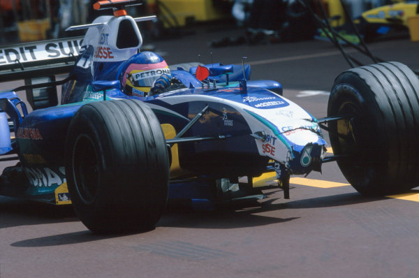 2005 Monaco Grand PrixMonte Carlo, Monaco. 19th - 22nd May Jacques Villeneuve, Sauber Petronas C24 returnes to the pits with a broken front nose after crashing at turn 1. Action. World Copyright: Lorenzo Bellanca/LAT Photographic ref: 35mm Image 05Monaco27