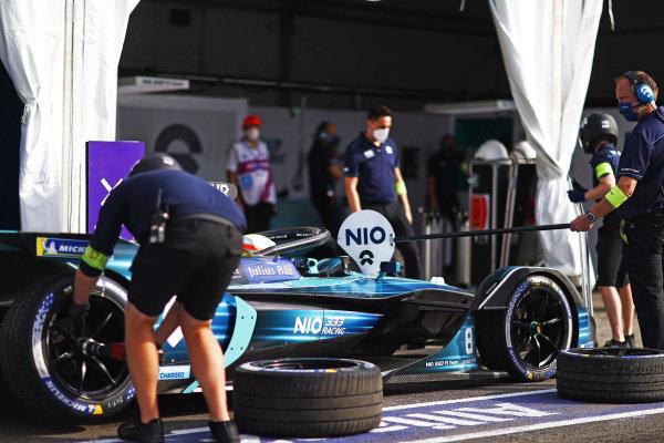 Oliver Turvey (GBR), NIO 333, NIO 333 001, in the pit lane