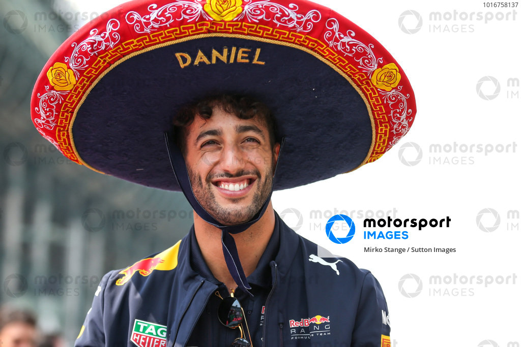 Daniel Ricciardo (AUS) Red Bull Racing on the drivers parade with Sombrero hat at Formula One World Championship, Rd18, Mexican Grand Prix, Race, Circuit Hermanos Rodriguez, Mexico City, Mexico, Sunday 29 October 2017. BEST IMAGE