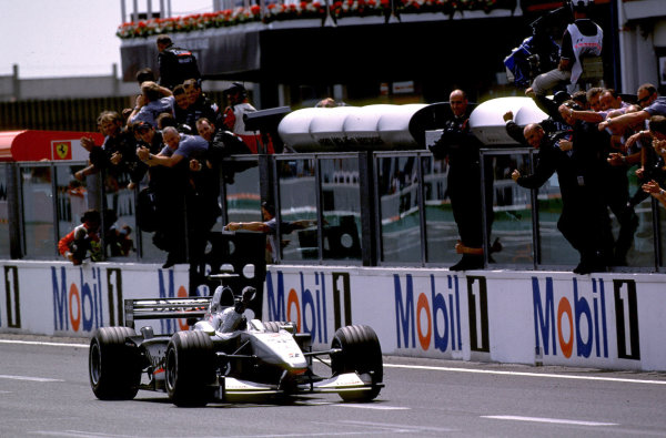 2000 French Grand Prix.Magny-Cours, France. 30/6-2/7 2000.David Coulthard (McLaren MP4/15 Mercedes) punches the air in victory, after taking his third win of the year.World Copyright - LAT PhotographicFormat: 35mm transparency