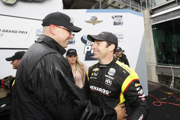 Simon Pagenaud, Team Penske Chevrolet with engineer Ben Bretzman